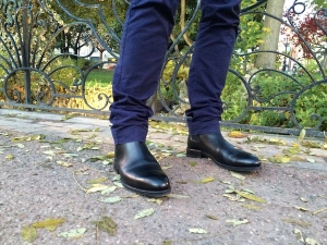 pantalon bleu bottines noires